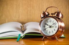 Retro alarm clock with books Kuvituskuvat