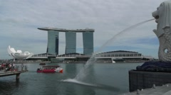 Marina bay and Merlion and tourist boat,Singapore Stock Footage