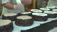 Finish cake with cream.mp4 Stock Footage