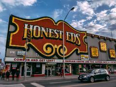 Honest Ed's Bloor Toronto Stock Photos
