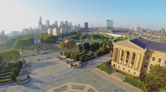 Cityscape with traffic on Eakins Oval and Museum of Art Stock Footage