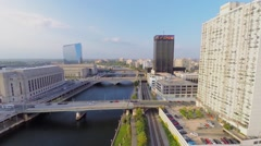 Cityscape with traffic on bridges over Schuylkill river at autumn Stock Footage