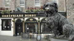 Greyfriars Bobby, Edinburgh, Scotland famous dog, pub Stock Footage