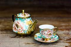 Chinaware tea pod and small drinking bowls - stock photo