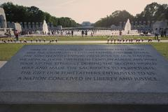 WASHINGTON D.C. - MAY 25 2014: Dedicatory plaque and WWII memorial with Linco Stock Photos