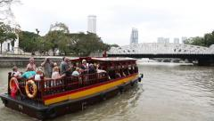 River cruise on the Singapore River Stock Footage