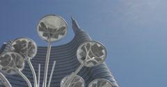 Fiore artemide e una torre largo 1 Stock Footage