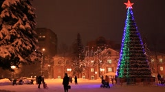 ZHELEZNODOROZNIY.RUSSIA - 2013: New Year tree on the square Stock Footage