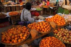 Oranges and apples for sale Stock Photos