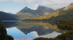 Cradle mountain dove lake reflections Stock Footage