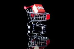 Shopping cart with gift - Valentines day e-commerce concept Kuvituskuvat