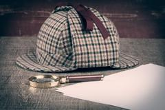 Sherlock Hat and magnifying glass Stock Photos
