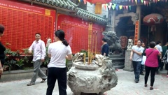 In the temple to burn incense to worship the Buddha, in Shenzhen, China Stock Footage