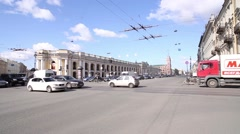Saint Petersburg, Nevsky Prospekt, Gostiny Dvor metro, city traffic Stock Footage