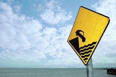 Waters edge warning sign Stock Photos