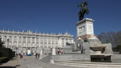 ULTRA HD 4K Tourist people enjoy visit Royal Palace Madrid landmark statue icon Stock Footage