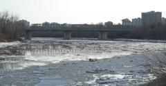 Ice flowing down a river in an urban area. Stock Footage