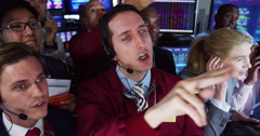 4K Frantic group of stockmarket traders buying and selling on the trading floor Stock Footage