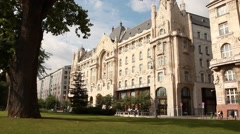 HUNGARY. BUDAPEST. JUNE 2011: View of the Gresham Palace. sunny day Stock Footage