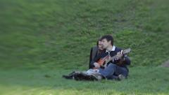 The guy with the guitar on a date with a girl in the Park. Romance, Dating, love Stock Footage