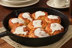 Cinnamon rolls in a cast iron skillet Stock Photos