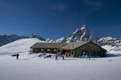 Chalet facing the Matterhorn Stock Photos