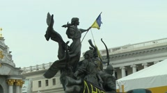 Statue with Ukrainian flag in Kiev Stock Footage