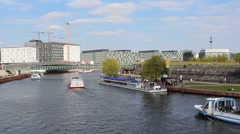 Berlin boat trip - Spree / mitte / sight seeing Stock Footage