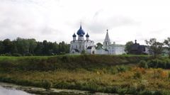 Panoramic view of Suzdal Kremlin and river Kamenka, Golden Ring Russia Stock Footage