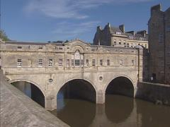 Riverboat moored + pan Pulteney Bridge crossing the River Avon, Bath Stock Footage