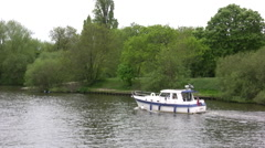 Boats on river Thames near Hampton Court Stock Footage