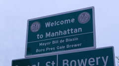 Welcome To Manhattan sign with Mayor Bill de Blasio Stock Footage