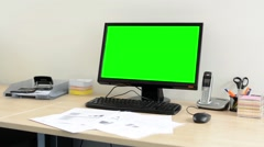 Desktop computer in the office - green screen - nobody (empty) Stock Footage