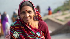 Portrait of indian woman on the Tungabhadra river. Stock Footage