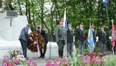 Commemorate the victims of World War II at the cemetery - official clerks Stock Footage