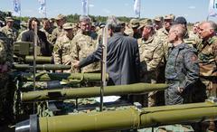 President of Ukraine Petro Poroshenko at the training center of the Land Forc Stock Photos