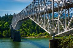 The Bridge of the Gods, over the Columbia River, in Cascade Locks, Oregon. Stock Photos