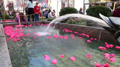 Pink rubber ducks in NY Stock Footage