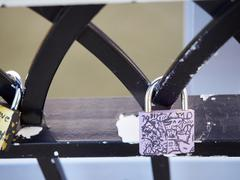 Symbolic love padlocks railings bridge Cincinnati Kuvituskuvat
