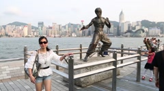 Tourists on the Avenue of Stars, Bruce Lee sculpture, Hong Kong Stock Footage