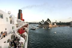 Sydney harbor with Opera House, Queen Elizabeth 2 visit Kuvituskuvat