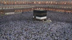 Prayer at holy mosque of Kaaba Mecca saudi arabia Stock Footage