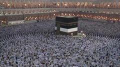 Mulim Praying at Kaaba, Mecca, Saudi Arabia Stock Footage