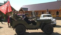The soldiers of the Second World War by car Stock Footage