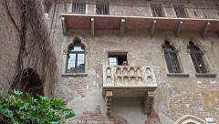 4k view to famous baclony of romance and love. House of  Juliet in Verona, It Stock Footage