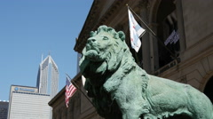 Lion statue at the entrance of the Art Institute of Chicago Stock Footage