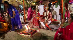 Indian couple getting married at a traditional hindu wedding in Jodhpur. Stock Footage