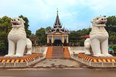 Buddhist lion statues guarding the entrance of the Mandalay hill in Myanmar Stock Photos