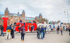 I Amsterdam slogan with crowd of tourists Stock Photos