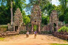 Moto rickshaw and tourist in gate of Angkor Wat Stock Photos